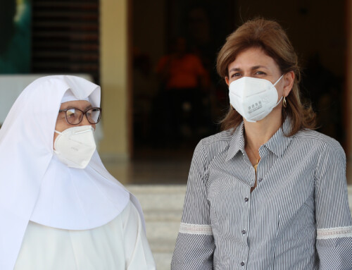 Vicepresidenta lleva afiliación del seguro a centro geriátrico en Jarabacoa