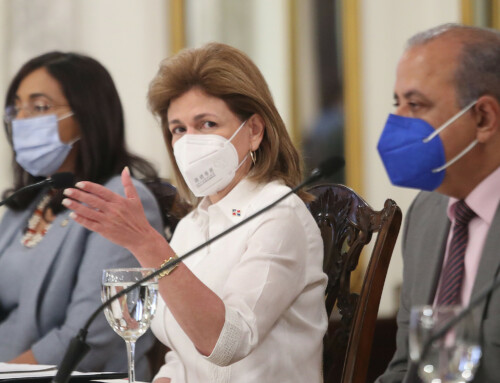 Vicepresidenta evalúa con el Congreso posible negociación con otras farmacéuticas para compra de vacunas contra COVID-19