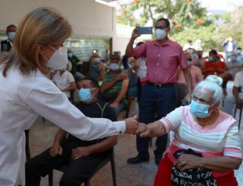 Vicepresidenta Raquel Peña supervisa funcionamiento de centros de vacunación anti COVID-19