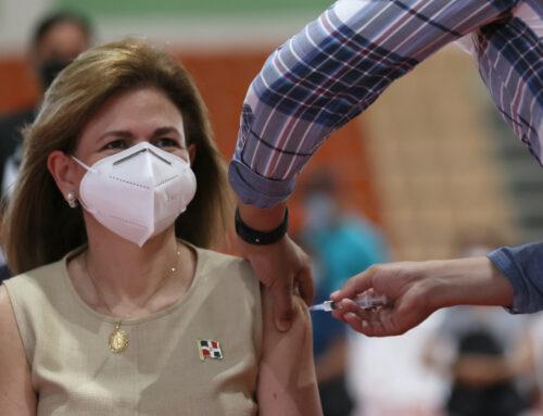 Vicepresidenta recibió primera dosis de vacuna contra COVID-19